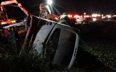 Volcadura de transporte público mata a seis y hiere a 30 en Jalisco