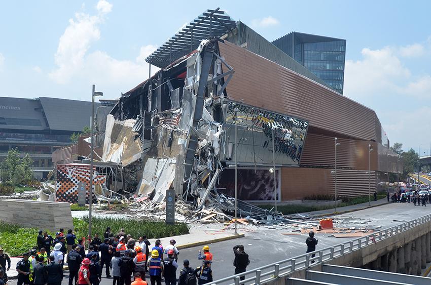 Sheinbaum exige esclarecer derrumbe del centro comercial Artz Pedregal