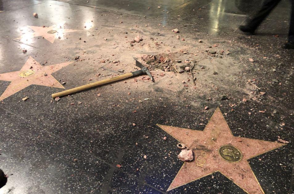 Destrozan estrella de Trump en Paseo de la Fama en Hollywood