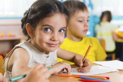 5 respuestas sobre por qué tu hijo escribe al revés