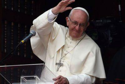 AMLO invita formalmente al papa Francisco para participar en foros de paz