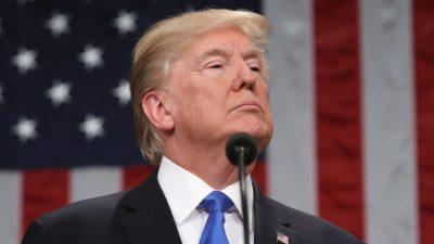 Demandan a Trump por no pagar horas extras