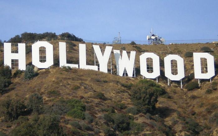 Veteranas estrellas de Hollywood sorprenden con tremendo beso lésbico