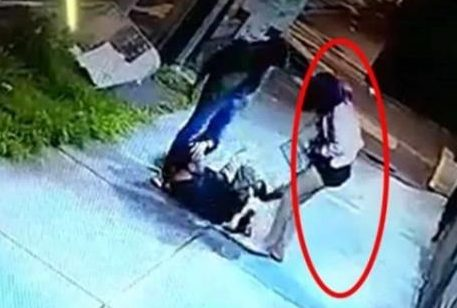 <i>El placer de robar</i>: sexoservidora asalta a <i>buen samaritano</i> en la CDMX