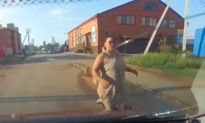 Mujer finge que la atropellan, pero todo sale mal y termina de épica forma (VIDEO)