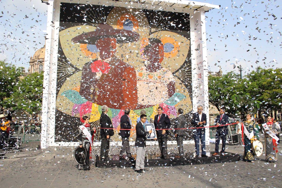 Mosaico de chaquira en Jalisco gana Guinness por ser el más grande