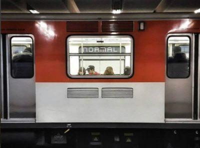 <i>En la madre</i>: filtran brutal batalla campal entre usuarios y policías en el metro