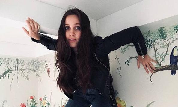Natasha Dupeyrón <i>explota</i> y desmiente las historias de su padre (VIDEO)
