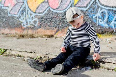 A los cuántos años un niño puede salir solo a la calle