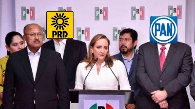 PRI y PAN exigen a AMLO bajar la gasolina que ellos subieron <i>hasta las nubes</i>
