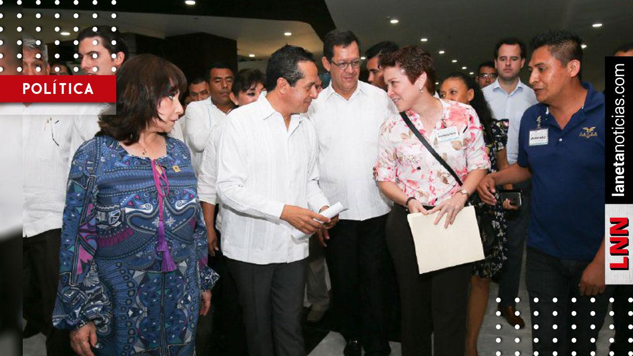 Carlos Joaquín entrega distintivos a empresas turísticas de Quintana Roo