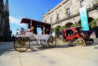 Entregan diez calandrias eléctricas en Guadalajara