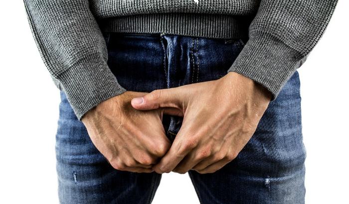 Descubre por qué un testículo cuelga más que el otro