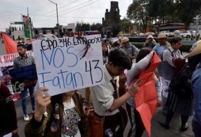 Nos siguen faltando 43: la llamada que echó al suelo la 'verdad histórica'