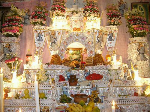 Ya viene Día de Muertos y eso significa que México se volverá un sitio místico, en el que prepondera el naranja, blanco y morado, acompañado de un intenso olor a cempaxúchitl e incienso.