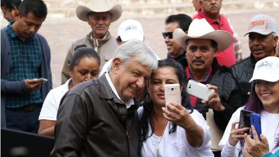 AMLO promete empleo para jóvenes, becas y 3 nuevas universidades en Zacatecas