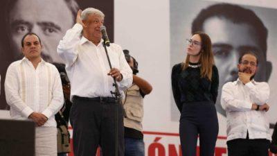 AMLO y Belinda, ganando como siempre: juntos en mitin de Morelos