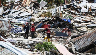 Rescatan a 31 estudiantes atrapados en dos escuelas tras terremoto en Indonesia