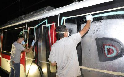Tomará varios días limpiar grafitis de la Línea 3 del Tren Ligero
