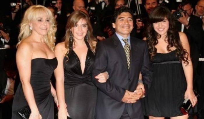 Mira cuánto crecieron las sensuales hijas de Maradona (FOTOS)