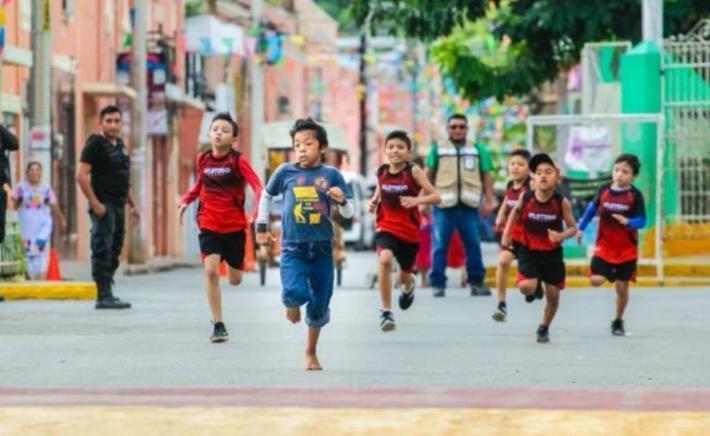 Ángel Tzacum: el niño maya que inspira al país por ganar carrera descalzo