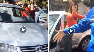 Peatones tardan en cruzar la calle y conductora los agarra a golpes (VIDEO)