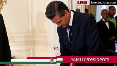 ¡Solo, solín, solito! Peña Nieto regresa cabizbajo a su casa en Palmas
