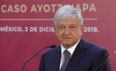 AMLO firma decreto para resolver caso Ayotzinapa; asegura apoyo a padres de los 43