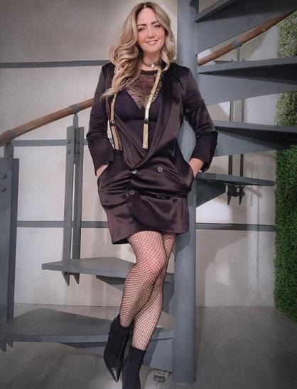 02e6753435 Andrea Legarreta muestra sus atributos en atrevida minifalda de piel ...