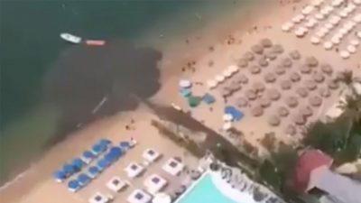 Exhiben a hotel en Playa Icacos de Acapulco descargando aguas negras al mar