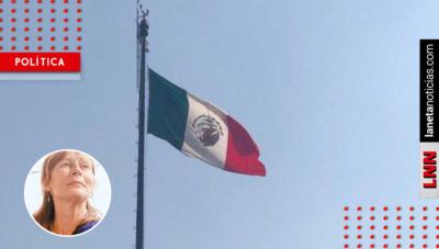 Clouthier humilla a burlones por difundir foto falsa de la bandera izada 'al revés'