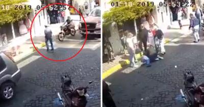 Indignante: Difunden video de motociclista arrollando a hombre mayor