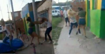 Graban pelea a cuchillazos entre dos mujeres; una terminó muerta