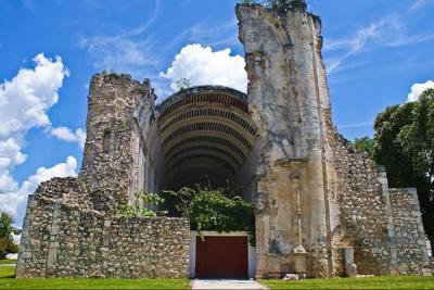 Carlos Joaquín celebra declaración de Tihosuco como zona de monumentos históricos