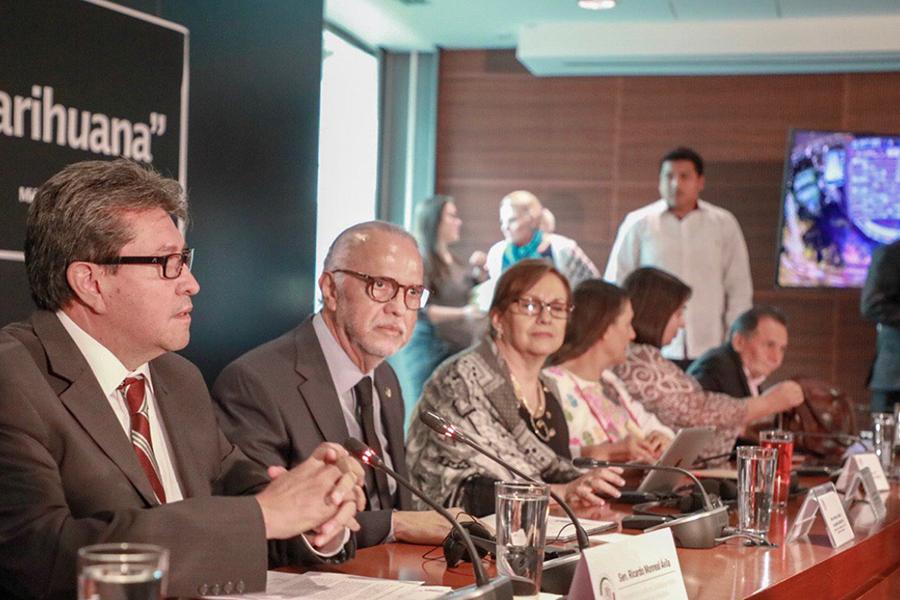 Ricardo Monreal participa en foro sobre regulación de mariguana