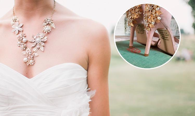 Encuentra emotivo mensaje de su madre fallecida en zapatos de su boda
