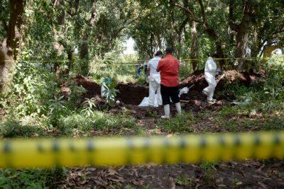 Hallan 18 cadáveres en fosas clandestinas en Mazatlán