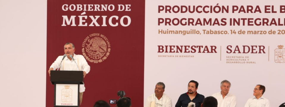 Adán Augusto entrega apoyos a productores tabasqueños