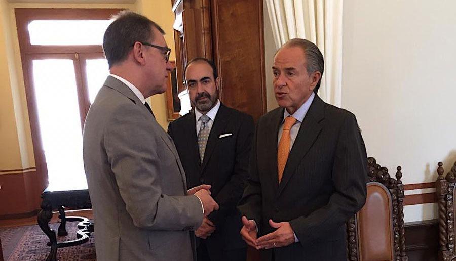 Carreras dialoga con embajador de Alemania sobre mercados internacionales