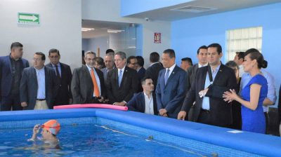 Diego Sinhue entrega unidad especializada en rehabilitación física de la UG León