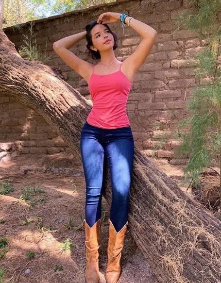 ángela Aguilar Y Vestido De Vaquera Que Causa Sensación En