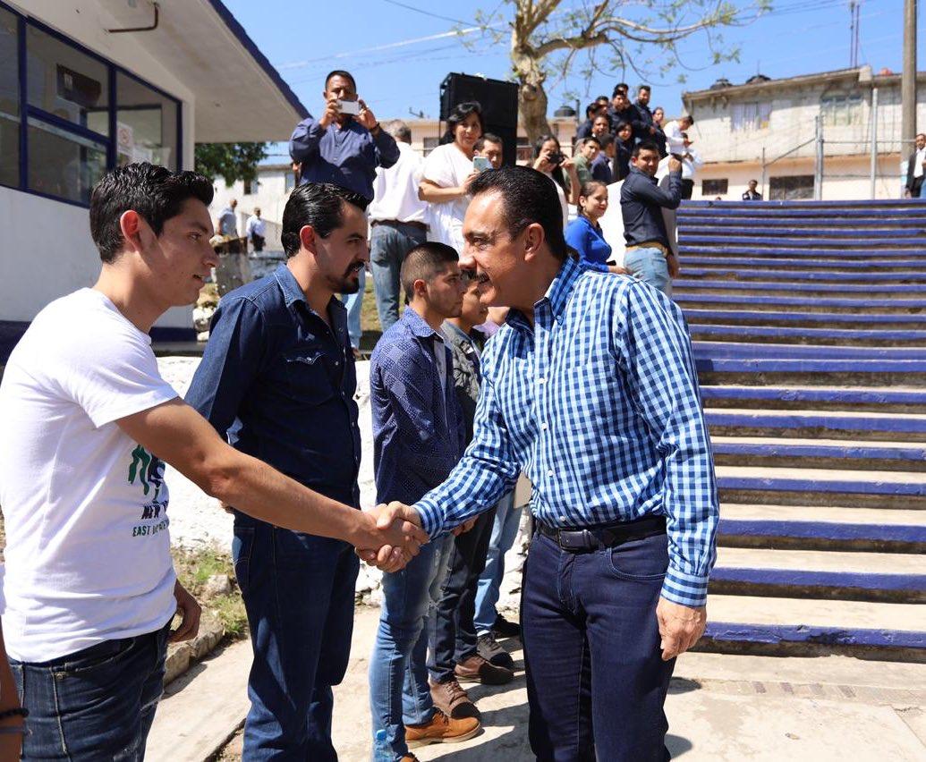 Omar Fayad devela placa de la Unidad Académica Molango