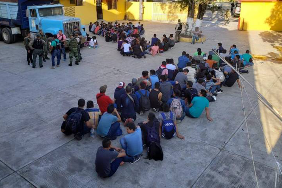 Sedena rescata a 143 migrantes en Veracruz
