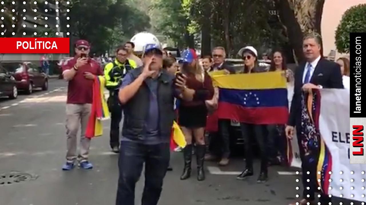 Venezolanos se manifiestan en embajada en México tras llamado de Guaidó