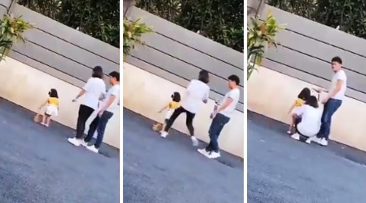 Graban a mujer pateando a su hija por no posar bien para una foto