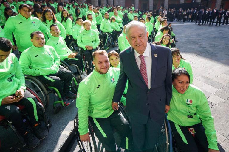 'Es admirable lo que hacen', dice AMLO en ceremonia para Juegos Parapanamericanos