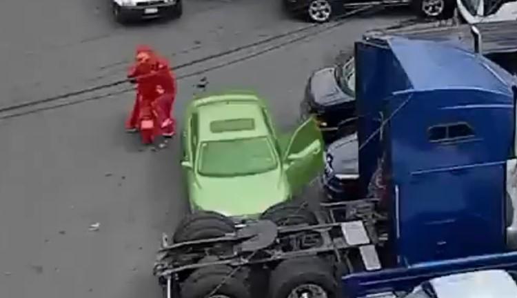 Video de camioneta que arrolló a asaltantes en Edomex