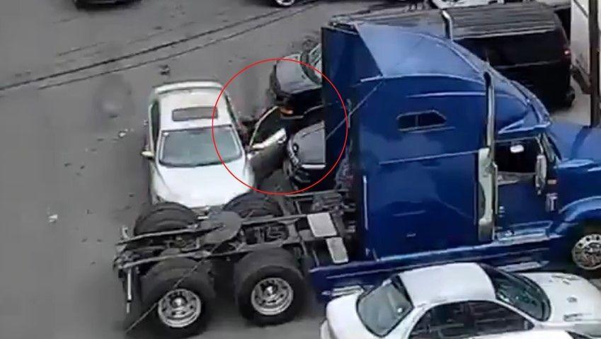 El video de camioneta que arrolló a asaltantes en Edomex