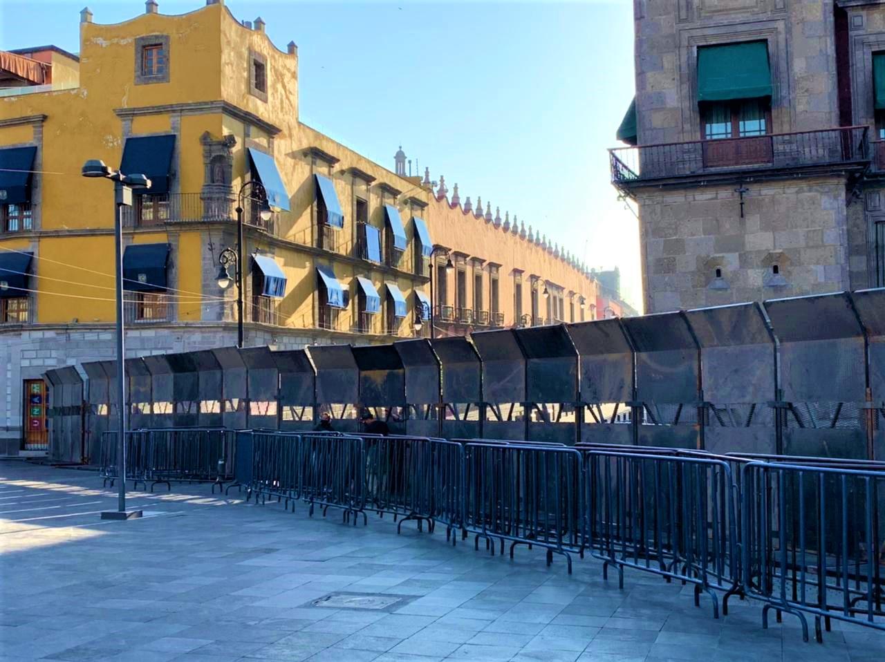AMLO explica colocación de vallas en Palacio Nacional