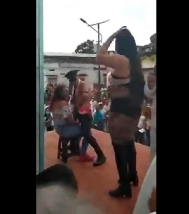 Candidato de RSP en Chiapas inicia campaña con strippers y bailarinas (VIDEO)